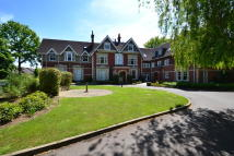 Apartment to rent in Massetts Road, Horley...