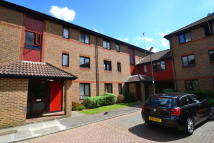 Studio flat in Oakside Court, Horley...