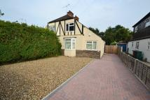 3 bedroom semi detached house to rent in OAKWOOD ROAD, Horley, RH6
