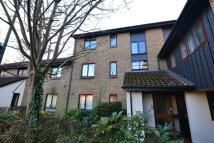 Flat to rent in Rickwood, Horley, Surrey...