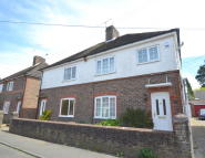 3 bed semi detached property to rent in Malthouse Road, Crawley...