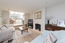 2 bed Ground Flat for sale in St Quintin Avenue...