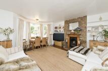 Flat to rent in Cambridge Gardens...