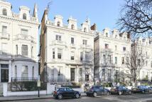 3 bedroom Flat in Pembridge Square, London...