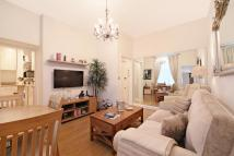 Ground Flat to rent in Gloucester Terrace...
