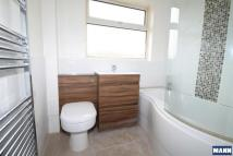 Maisonette to rent in Brampton Road...