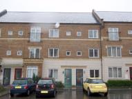 Flat to rent in Freeman Court...
