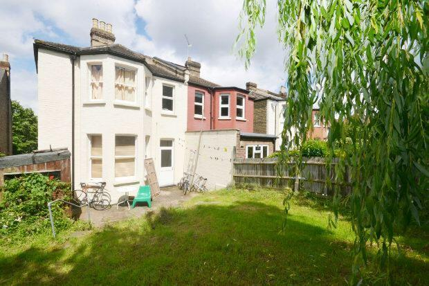 View to rear of Hous