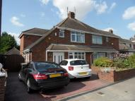3 bedroom semi detached home to rent in Barnfield Avenue, Luton...