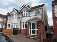 3 bed semi detached house to rent in Grosvenor Road, Luton...