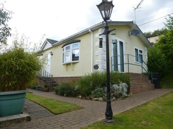 2 Bedroom Mobile Home For Sale In Riverside Park East Farleigh