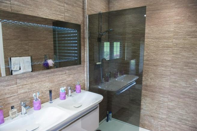 Superior House Shower Room