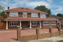 Detached house in Daws Lea, High Wycombe