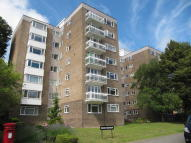 Flat to rent in Park Manor, London Road...