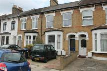 Flat to rent in Whittington Road, London
