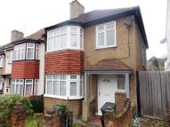 3 bedroom End of Terrace property in CRYSTAL PALACE SE19