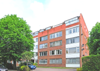 Flat to rent in Holden Road, London, N12