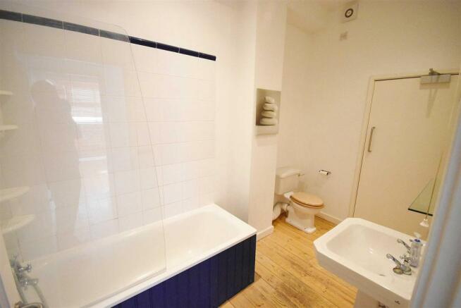 Bathroom FF.JPG