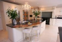 5 bed Detached house in Bracken Drive, Chigwell