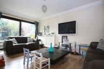 3 bed semi detached house in Shillibeer Walk, Chigwell
