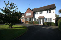 4 bedroom Detached property in New Forest Lane, Chigwell