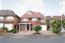 6 bedroom Detached home in Chester Road, Chigwell