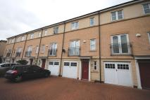 Town House to rent in 102 Castle Quays Close...