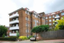 3 bedroom Flat in HEATHWAY COURT...