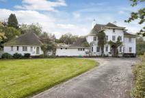 8 bedroom property in Ninhams Wood...