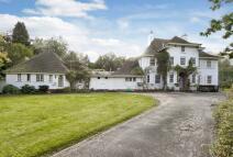 8 bedroom property in Ninhams Wood...