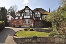 5 bedroom home in Priory Close...