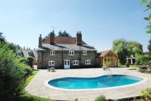 6 bed property in Hockenden Lane...