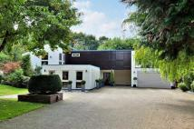 4 bedroom Detached house in Oakway, Studham...