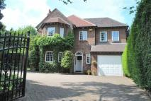 6 bedroom Detached house in Hill Top Avenue...