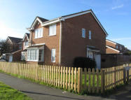Detached property to rent in Manor Drive, Peacehaven...