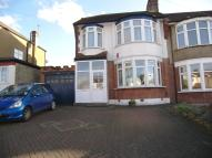 4 bedroom semi detached house to rent in Cat Hill, East Barnet...