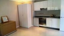 Studio apartment to rent in Park Road, Barnet...