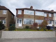 3 bed End of Terrace property in Chestnut Grove, Barnet...