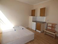 Studio apartment in Bowes Road, London, N11
