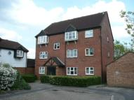 Flat to rent in Redwood Close...