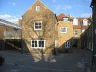 Flat to rent in Church Street...