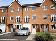 4 bed Town House in Grangefield Avenue...