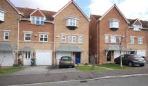 3 bed Town House in Farnley Road...