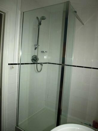 Shower Upstairs.JPG