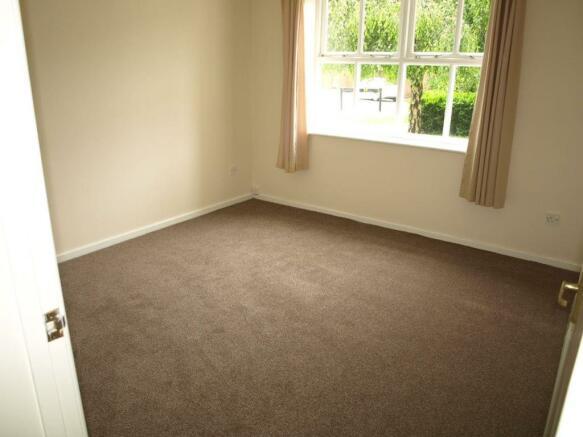 48a Robertson Drive bedroom1.JPG