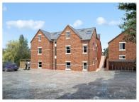 4 bed Flat in Hayfield Road...