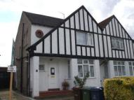 Flat to rent in Carlton Avenue, Kenton...