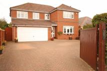 Detached house in Manorial Road South...