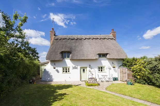 2 Bedroom Cottage For Sale In The Thatched Cottage