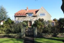 4 bed Detached house in College Avenue...